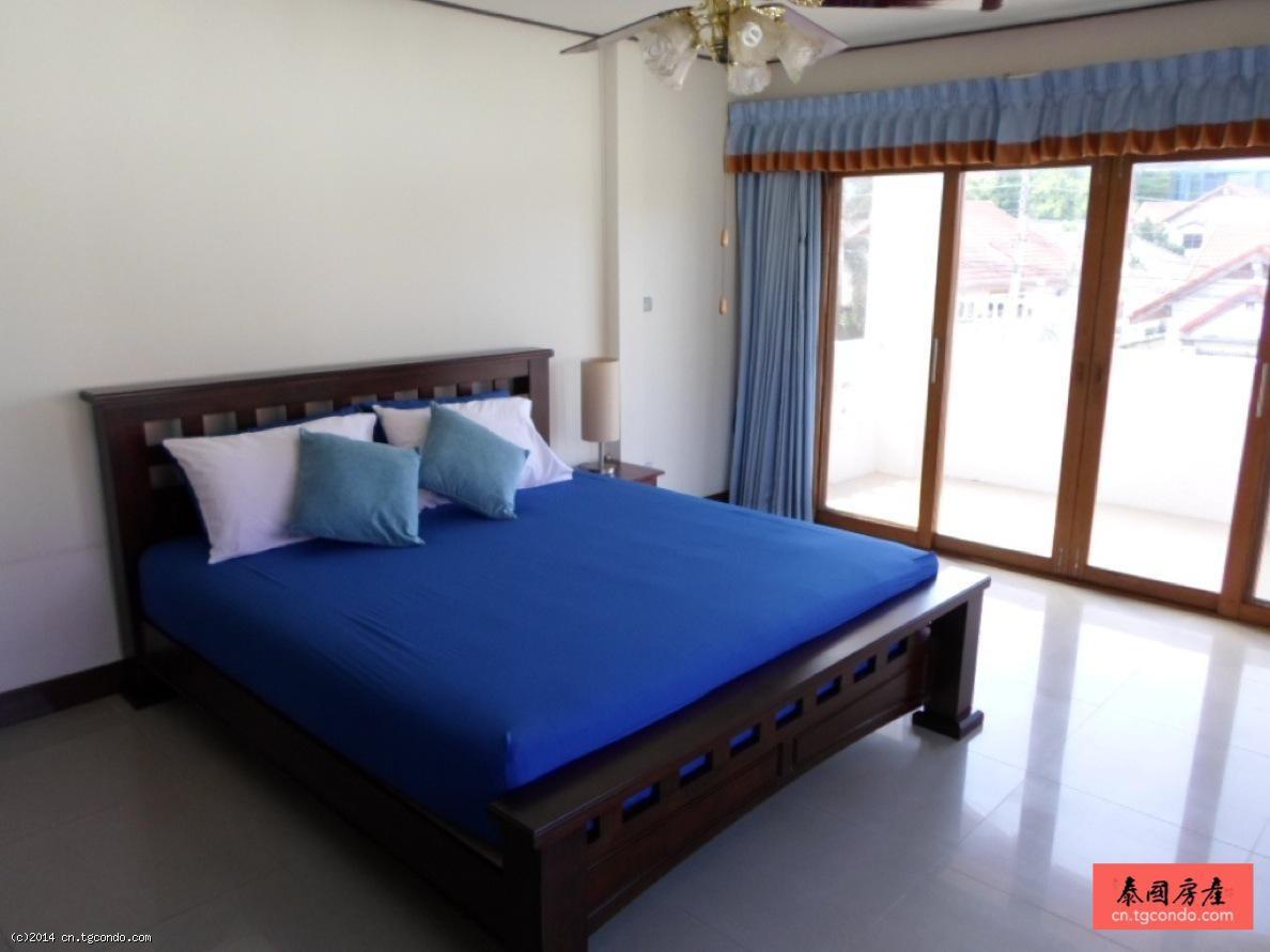 泰国芭提雅别墅出租4卧4卫双层海滨