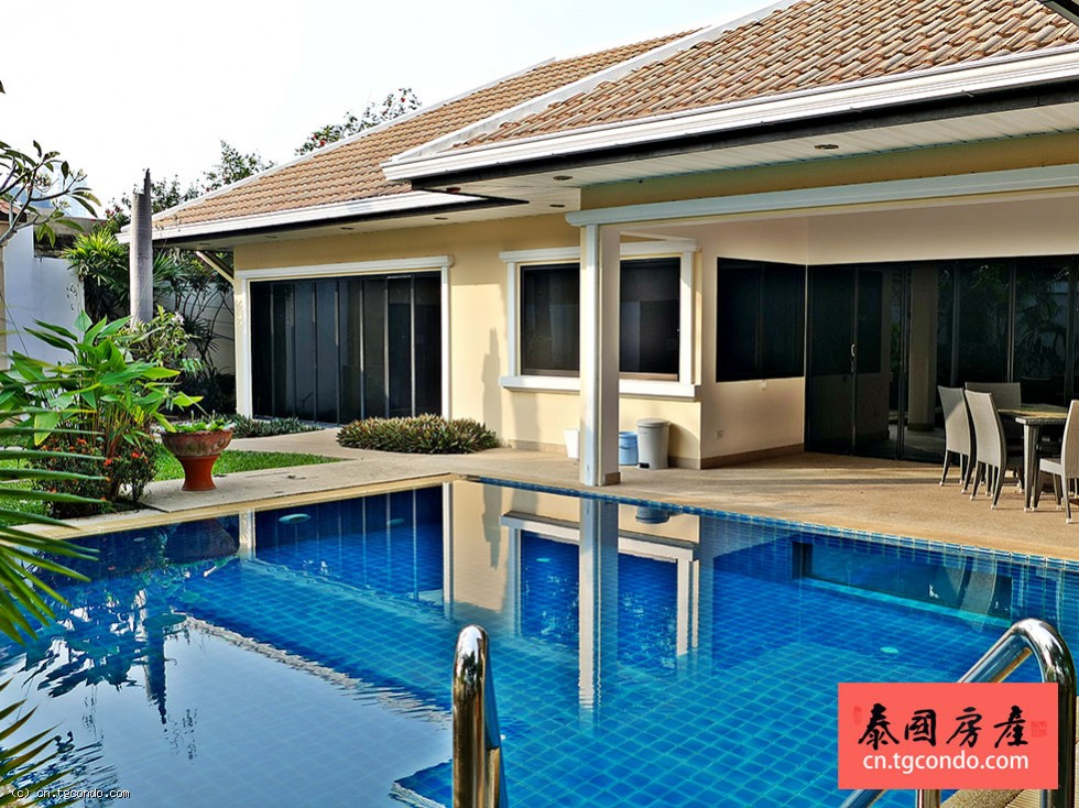 泰国芭提雅大型私人泳池别墅出售